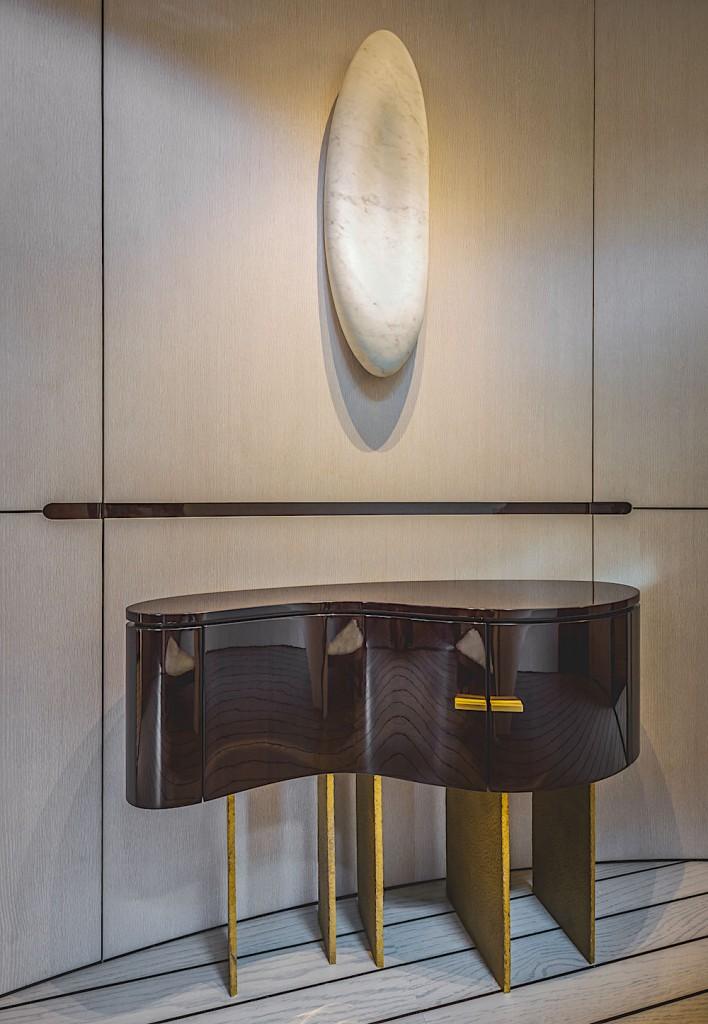 Azimut-Grande-35-METRI-Lobby-Detail-708x1024