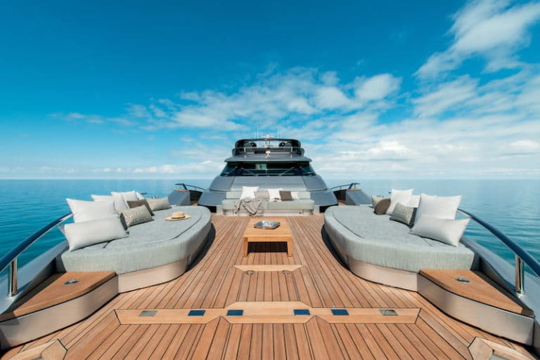 MCY105-Bow-lounge-768x513