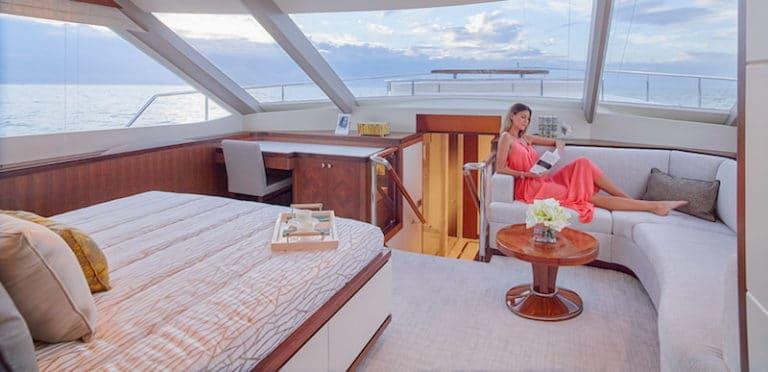 Ocean-Alexander-100-Skylounge-master-cabin-768x372