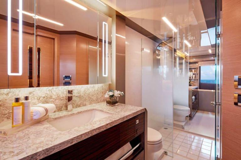 Ocean-Alexander-84-R-master-bathroom