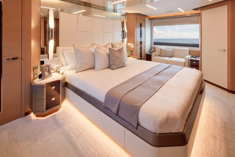 Ocean-Alexander-84-R-master-cabin