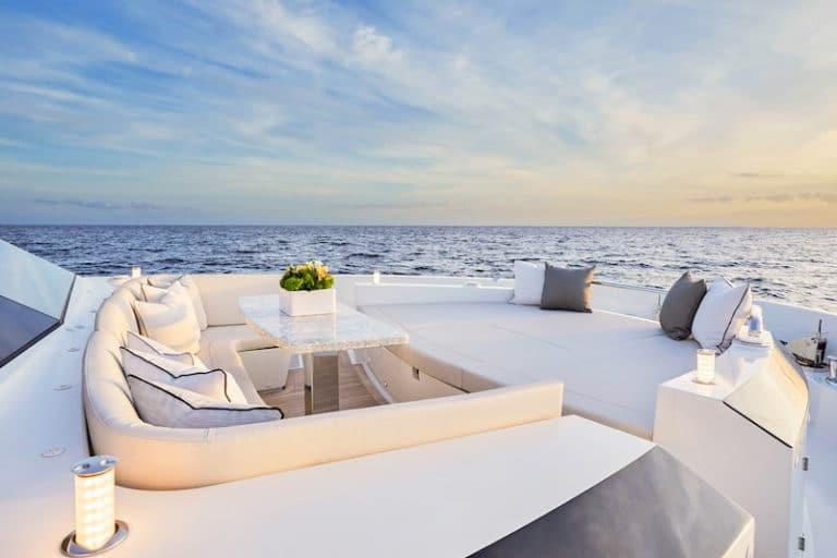 Ocean-Alexander-84R-bow-lounge