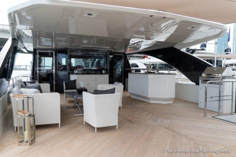 Ocean-Alexander-90-R-flybridge-768x512