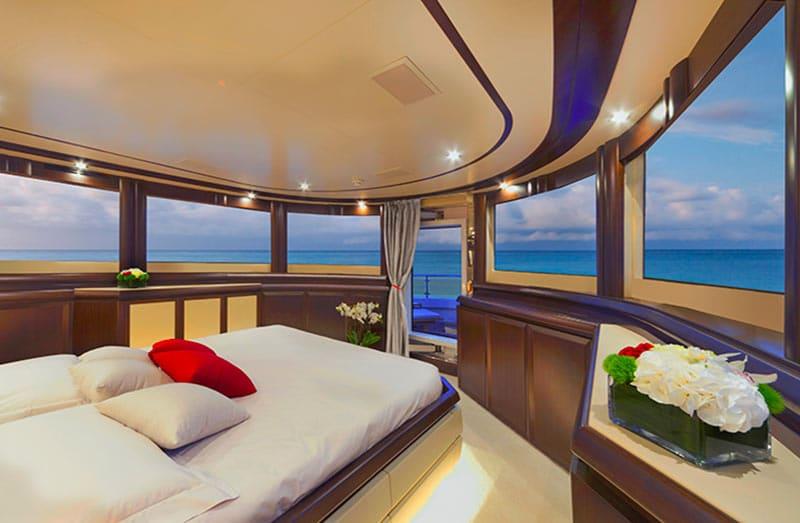 filippetti-navetta-30-master-cabin-vista-panoramica