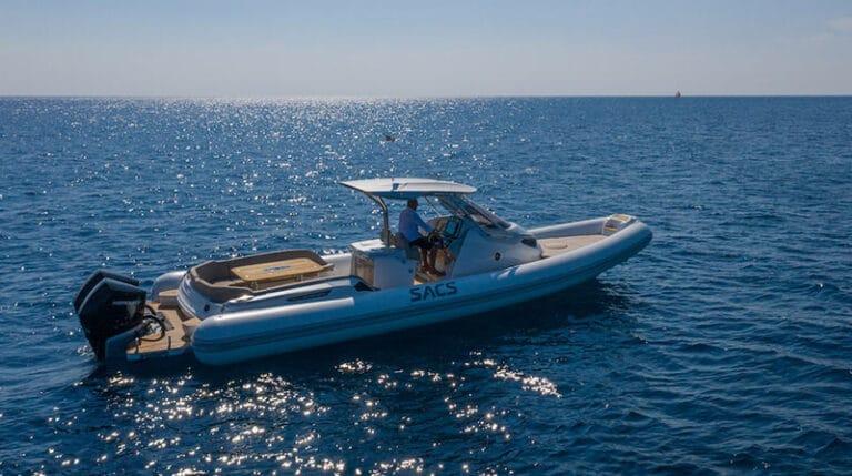 sacs-strider-11-limousine-starboard-side