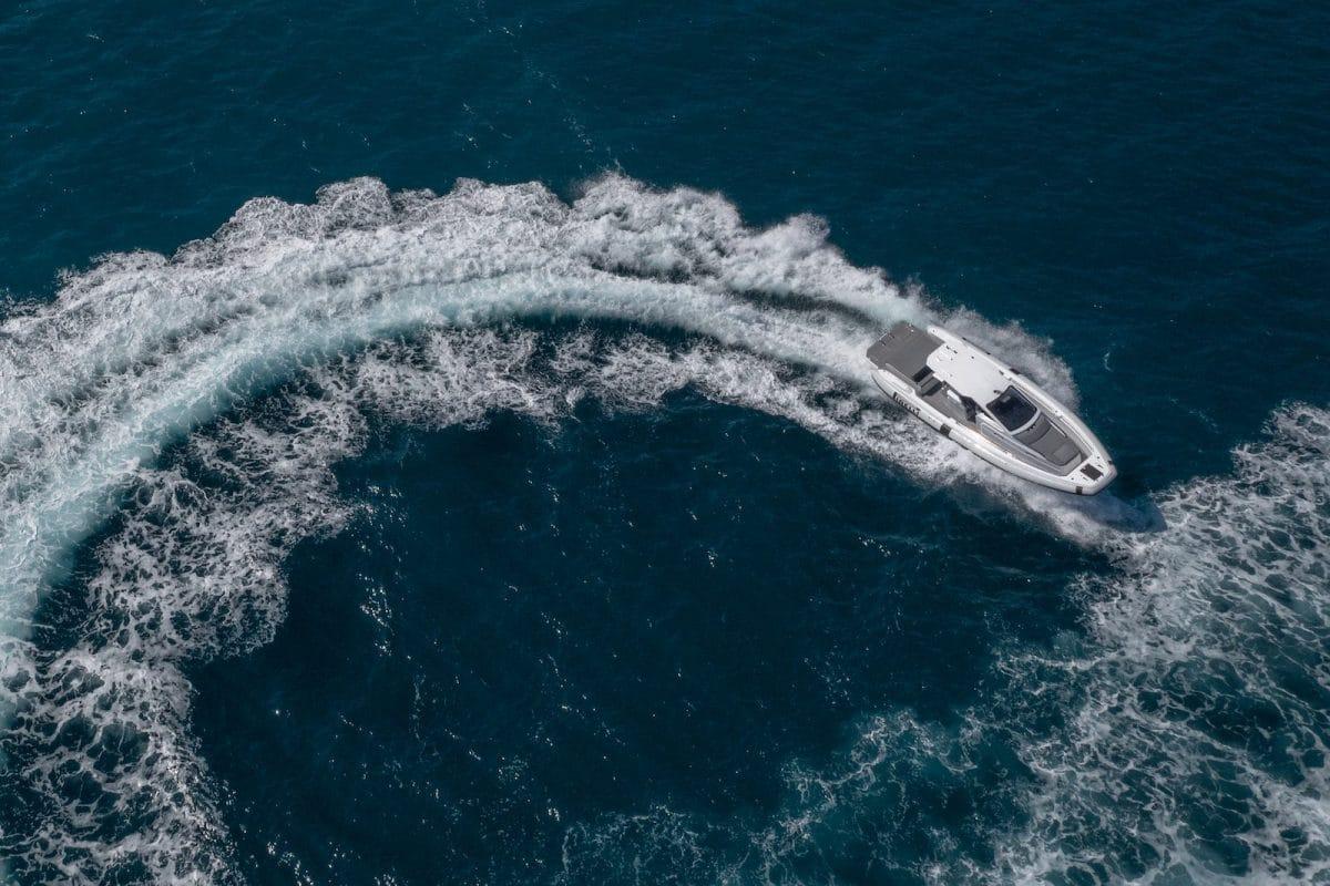 Pirelli-35-scia-in-mare